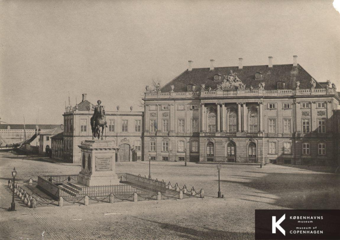 Amalienborg Christian Ixs Palæ Bag Rytterstatuen
